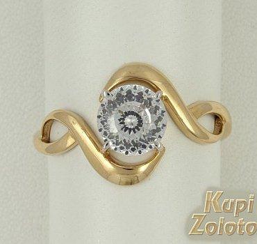 Золотое кольцо с алмазанитом фото из каталога интернет магазина Кумари РФ. Almazanit обладает наибольшей игрой света, в сравнении с классикой в 57 граней, что делает украшения достойными восхищения   в свете софитов  и при дневном освещении. Особая серебристая бирка Almazanit бриллиантовой формы на ювелирном изделии подтверждает наличие и качество инновационного камня в ювелирном изделии. Производство Ювелирной Компании Крепкий орешек Москва
